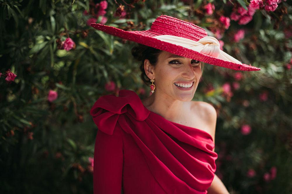 Existen diferentes tipos de sombreros para invitadas ¡y también para novias! 2a06c357d40