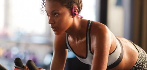 En el agua, en el gym o en travesía: cuatro formas de escuchar música según tu rutina