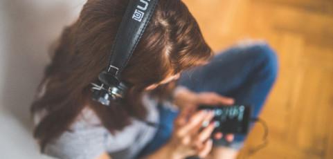 Música en familia: cómo compartir tu suscripción de Spotify y Apple Music