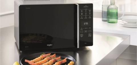 Cómo ha cambiado el microondas en setenta años: de calentar a convertirse en el multifunción de la cocina