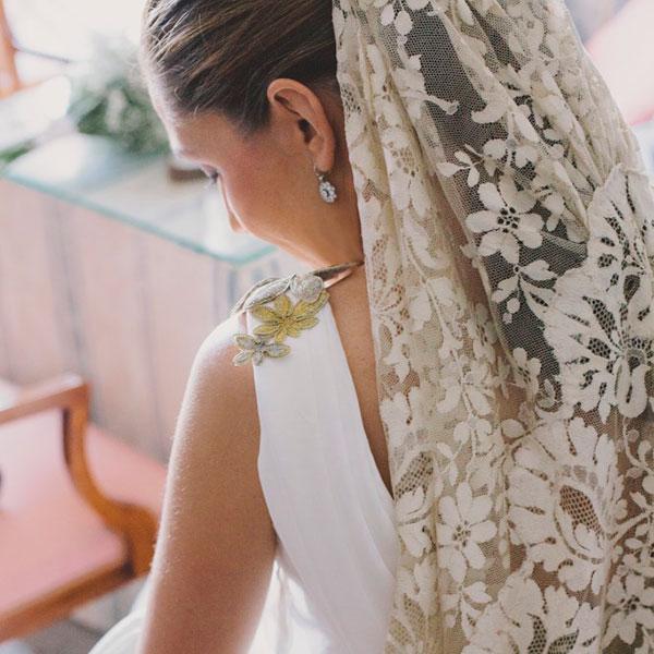 Vestido de novia de mantilla