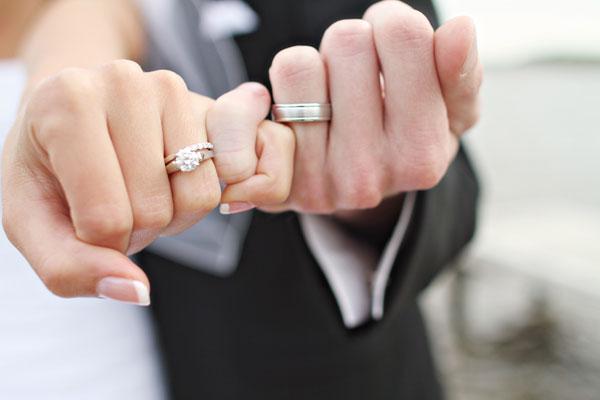 ecbbb1fad4ca La alianza es la representación de la unión de dos personas y el  recordatorio de la promesa de amor eterno